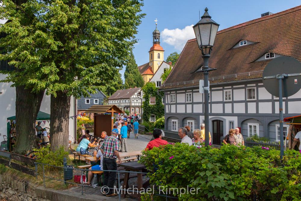 kirche, historischer ortskern, umgebindehaus, ortsansicht, textildorf, großschönau, naturpark, zittauergebirge, oberlausitz, fotos, bilder