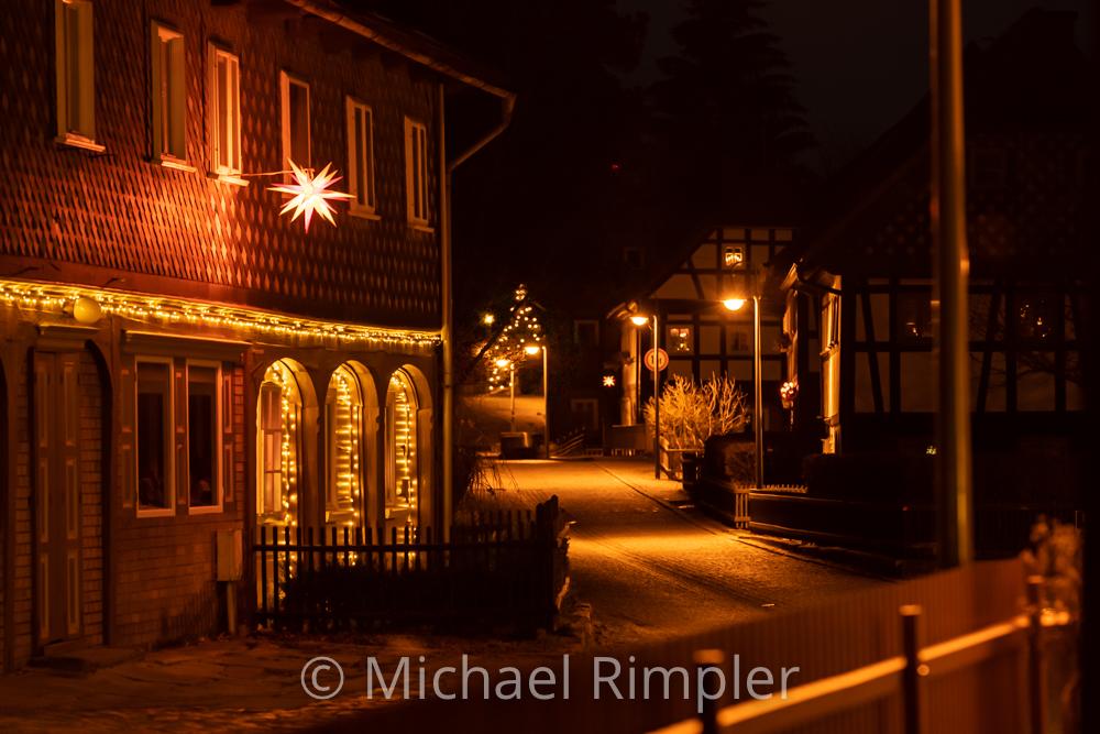 """weihnachten, weihnachtsstimmung, weihnachtsbeleuchtung, umgebindehaus, großschönau, textildorf, """"theodor-haebler-straße"""", naturpark, zittauergebirge, oberlausitz, fotos, bilder"""