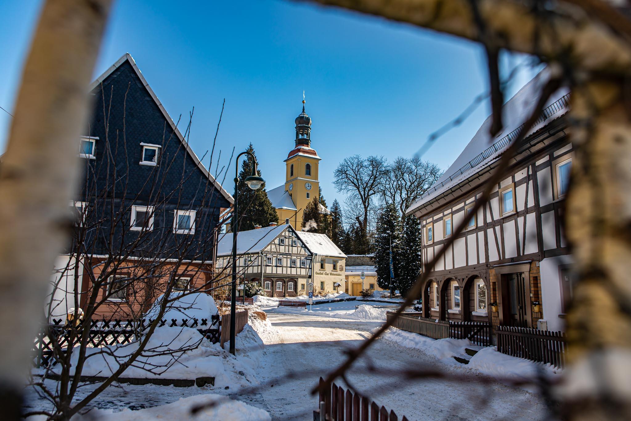 umgebindehäuser, kirche, winter, schnee, textildorf, großschönau, historischer ortskern, naturpark zittauergebirge, oberlausitz, fotos, bilder
